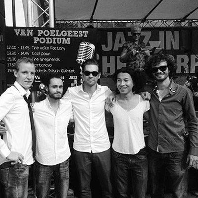 Constantijn met jazz artiesten op jazz festival door heel Nederland